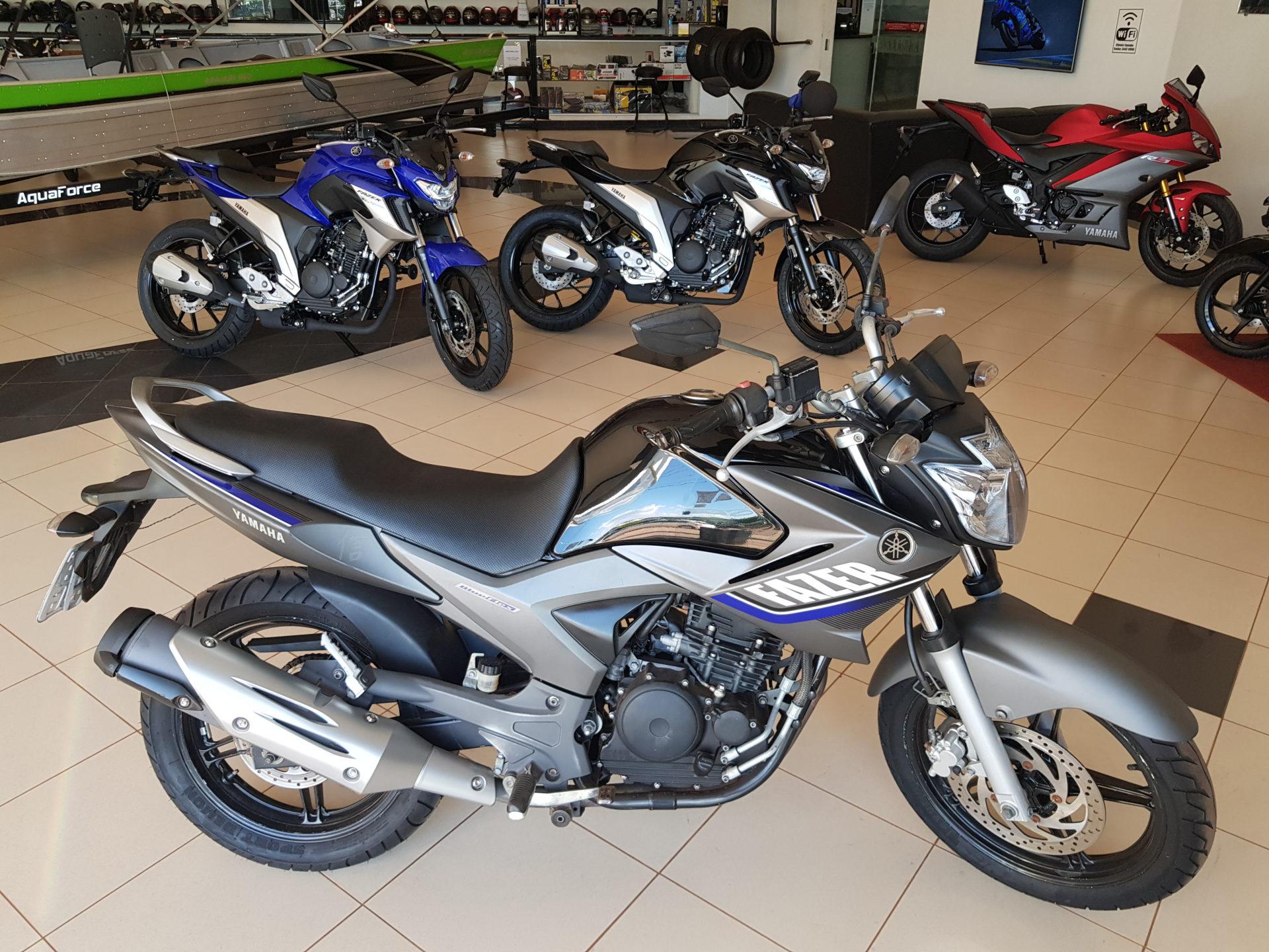 Motocicleta Yamaha FAZER 250 Modelo 2015